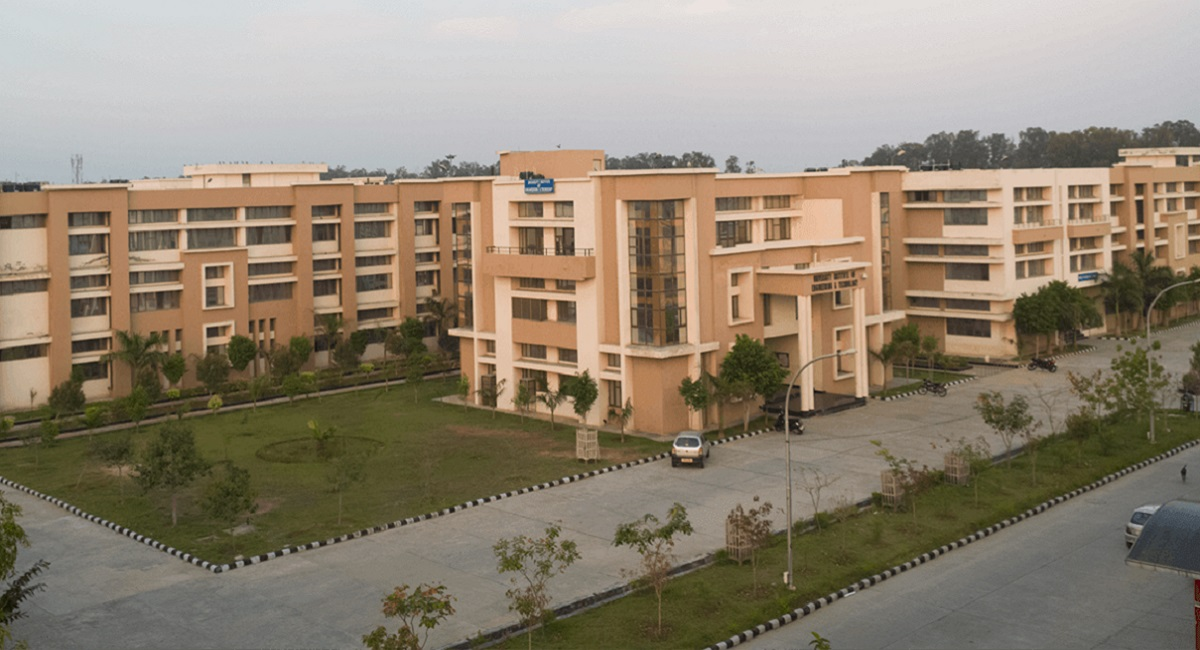 1 MW rooftop solar PV plant at Maharshi Dayanand University in Rohtak, Haryana